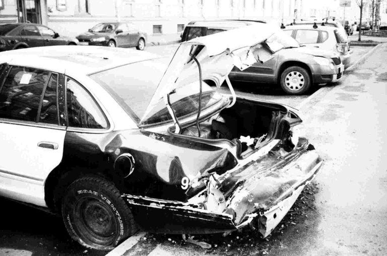 Τι κάνω αν τρακάρω με ανασφάλιστο αυτοκίνητο